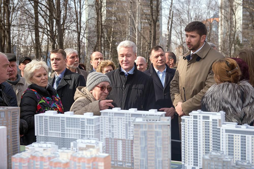 Сергей Собянин и жители осмотрели проект застройки района