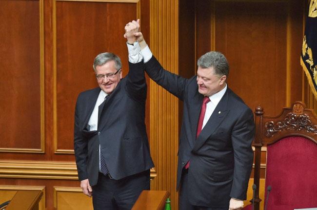 Президент Польши Бронислав Коморовский и президент Украины Пётр Порошенко