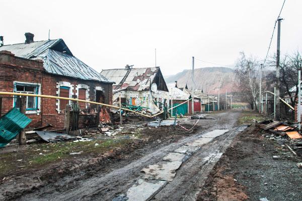 Разрушенные в результате боевых действий жилые дома
