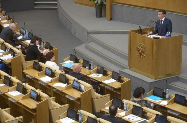 Министр труда и социальной защиты РФ Максим Топилин выступает на пленарном заседании Госдумы РФ