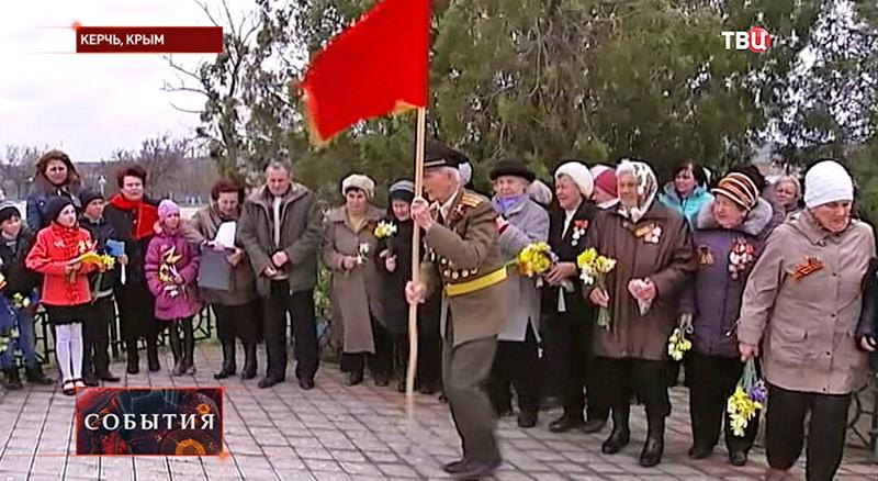 В Керчи жители отмечают день освобождения от немецко-фашистских захватчиков