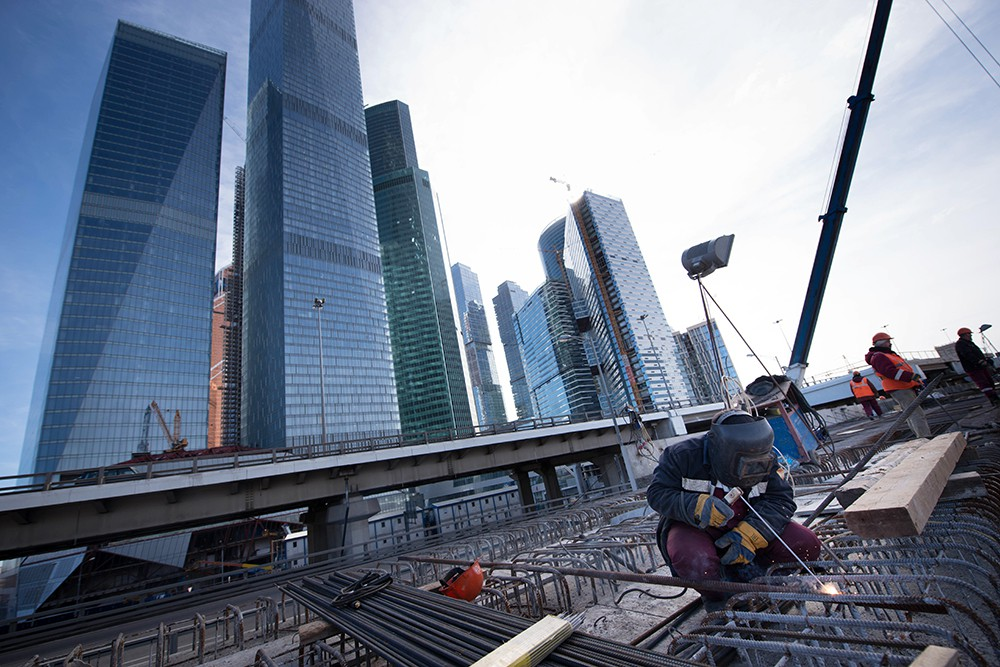 Осмотр хода строительства железнодорожной эстакады