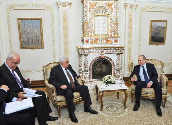 Президент России Владимир Путин и президент Палестины Махмуд Аббас