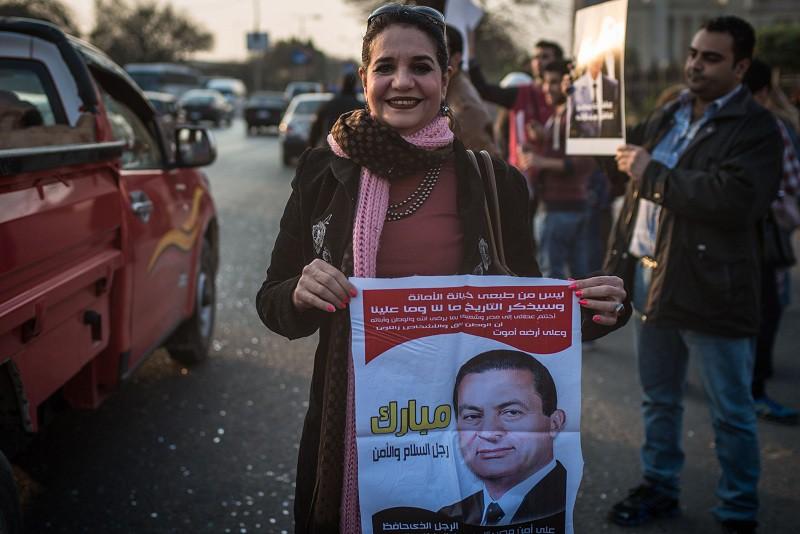 Египтяне с портретом экс-президента страны Хосни Мубарака