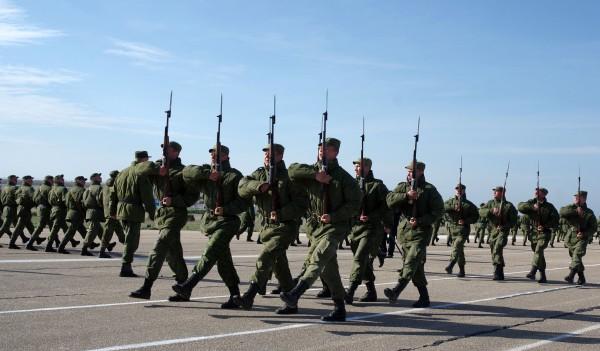 Военнослужащие во время репетиции парада Победы в Севастополе
