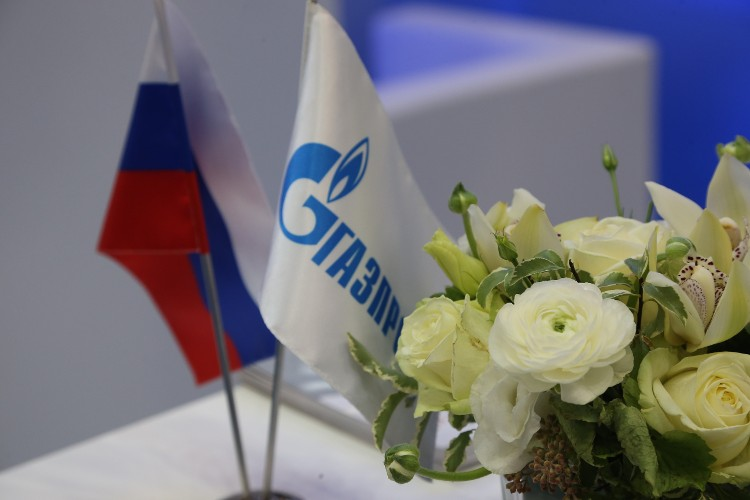 """Флаги России и """"Газпрома"""""""