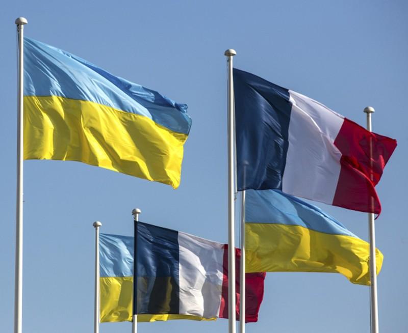Флаги Украины и Франции