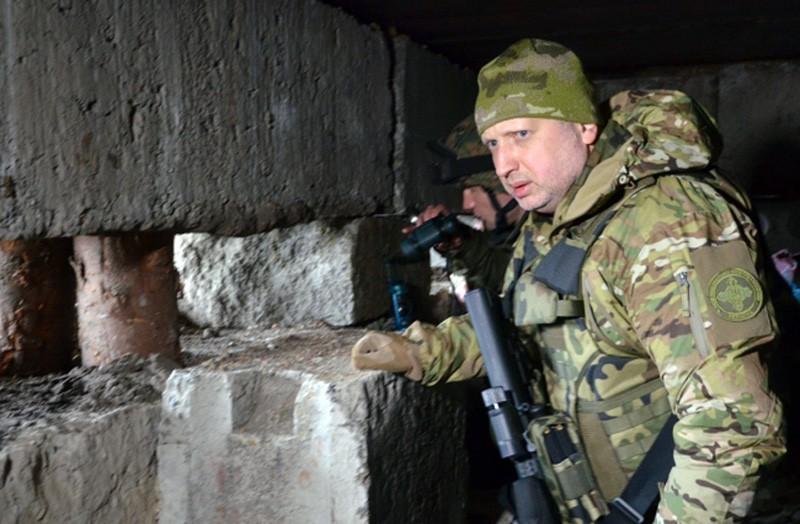 Александр Турчинов в зоне боевых действий