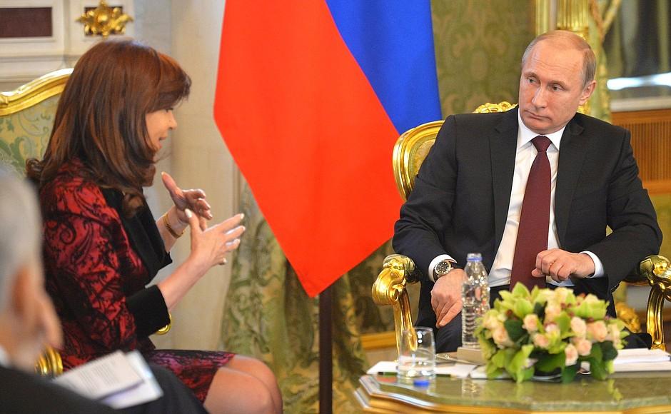 Президент России Владимир Путин и президент Аргентинской Республики Кристина Фернандес де Киршнер