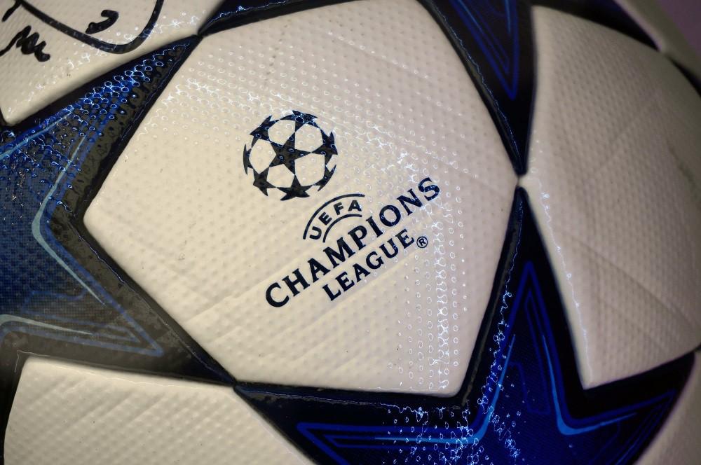 Мяч с логотипом Лиги чемпионов