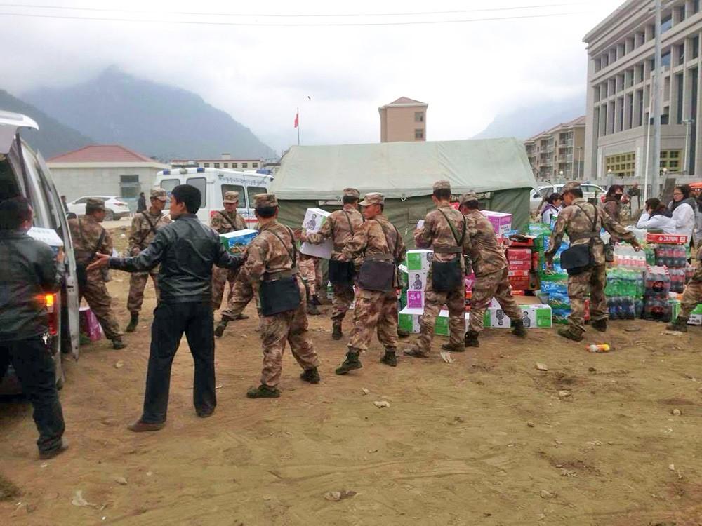 В пострадавший от землетрясение Непал доставили гуманитарную помощь