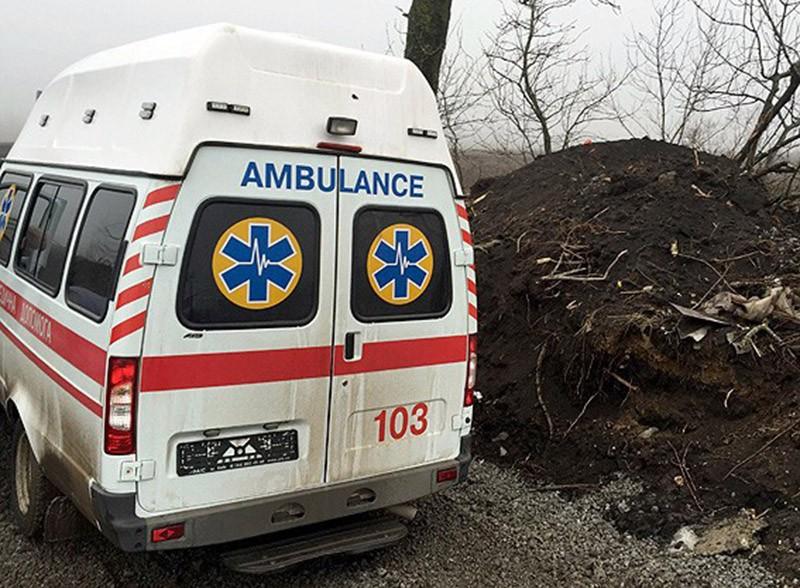 Машина скорой помощи в зоне боевых действий на Донбассе
