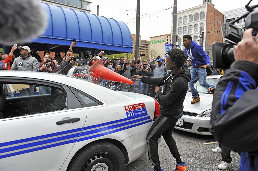 Уличные столкновения с полицией США