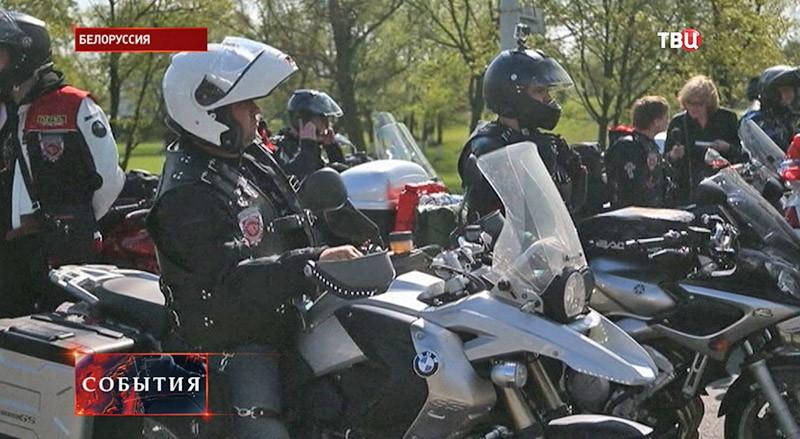 """Группа мотоциклистов """"Ночные волки"""""""