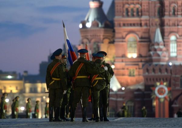Военнослужащие во время репетиции парада Победы