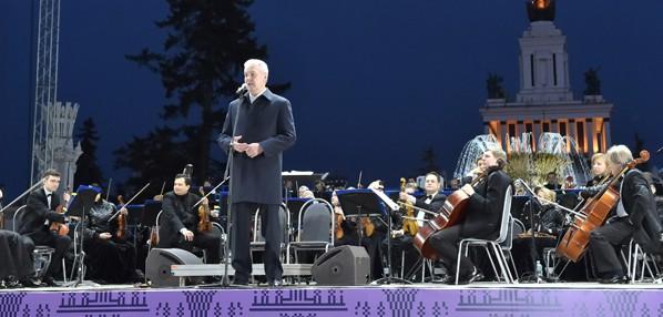 Мэр Москвы Сергей Собянин во время открытия сезона фонтанов на ВДНХ