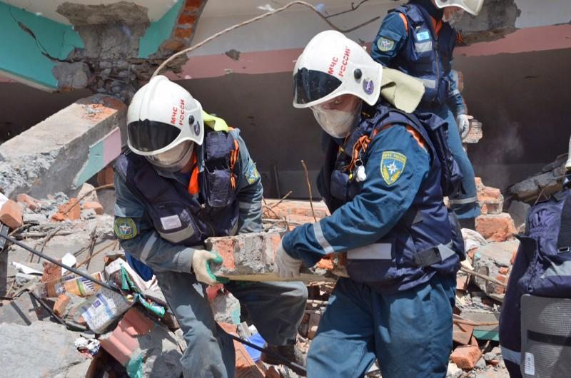 Работа отряда МЧС России на месте происшествия