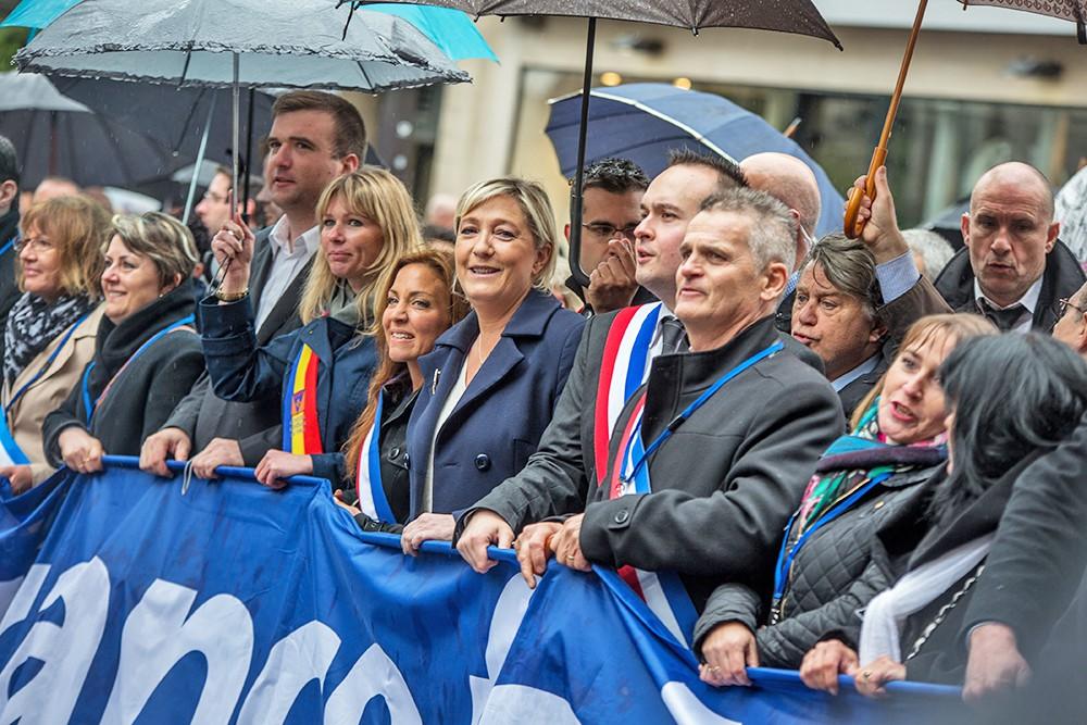 """Лидер """"Национального фронта"""" Марин Ле Пен на митинге"""