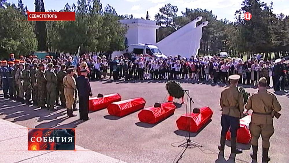 Перезахоронение останков советских солдат в Севастополе