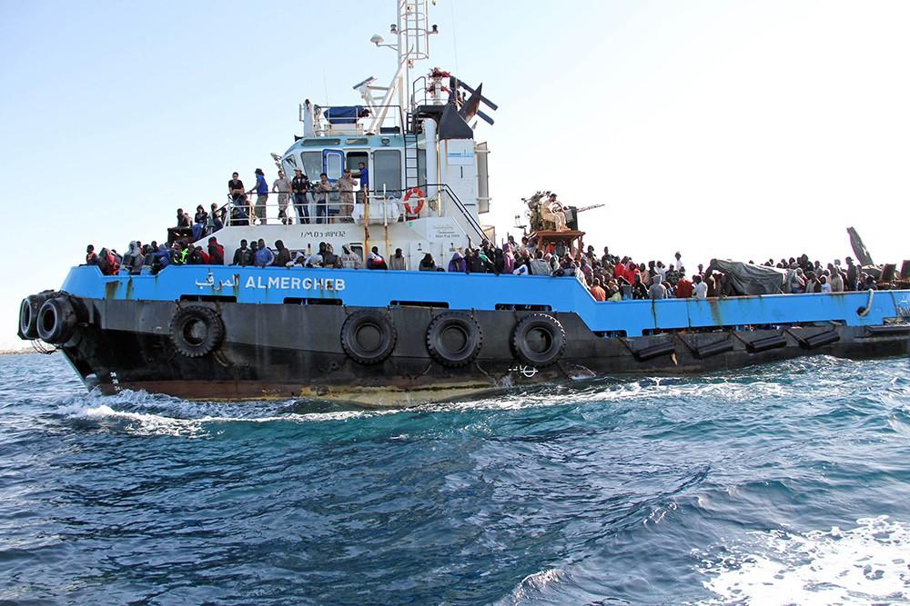 Судно с нелегальными мигрантами