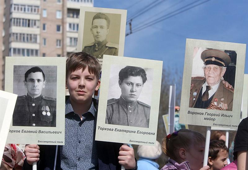 """Шествие участников акции """"Бессмертный полк"""""""