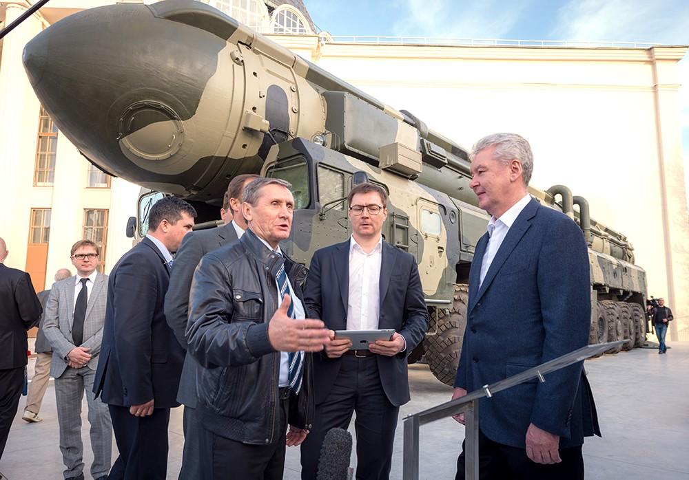 Сергей Собянин посетил выставку военной техники на ВДНХ