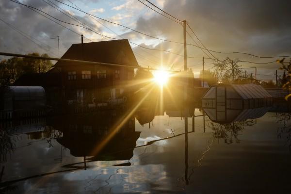 Подтопленные дачные участки в районе поселка Мочище Новосибирской области