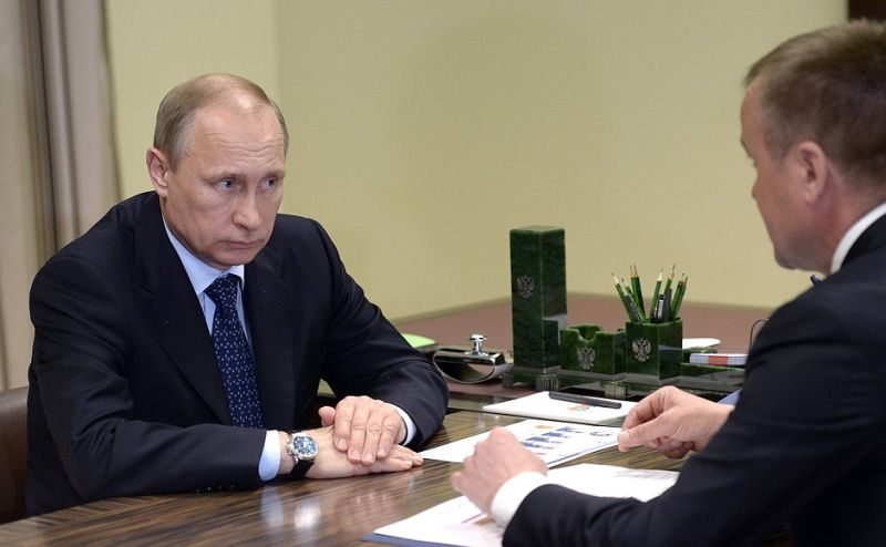Владимир Путин проводит встречу с губернатором Иркутской области Сергеем Ерощенко