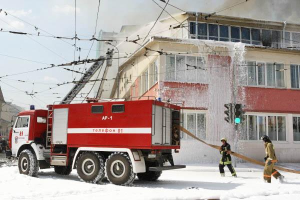 Тушение пожара в здании реставрационного центра имени Грабаря