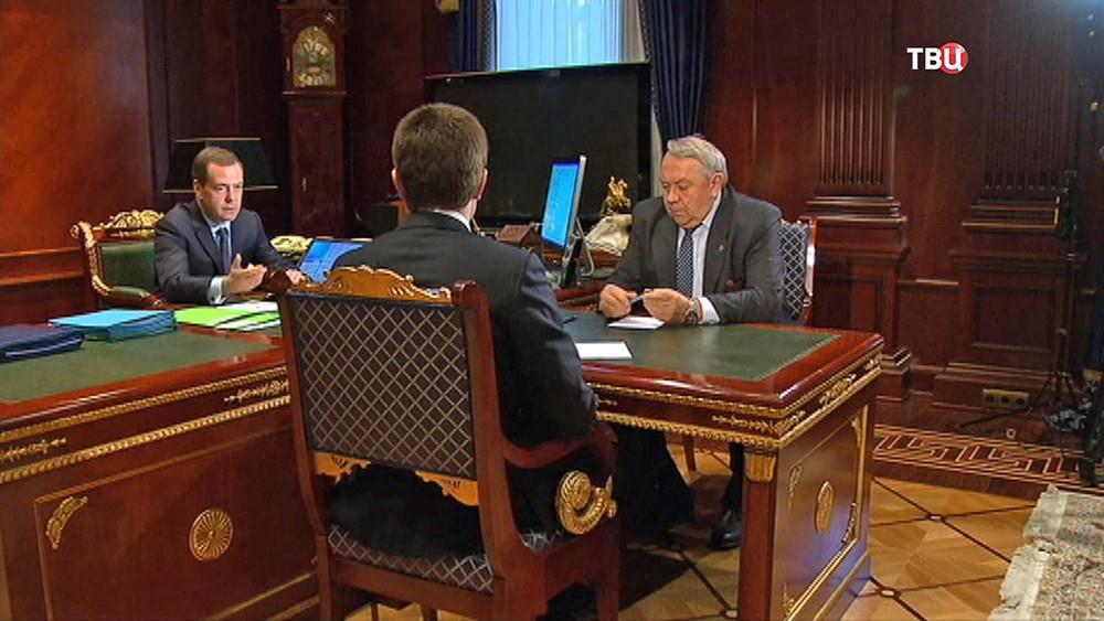 Председатель правительства РФ Дмитрий Медведев и президент РАН Владимир Фортов