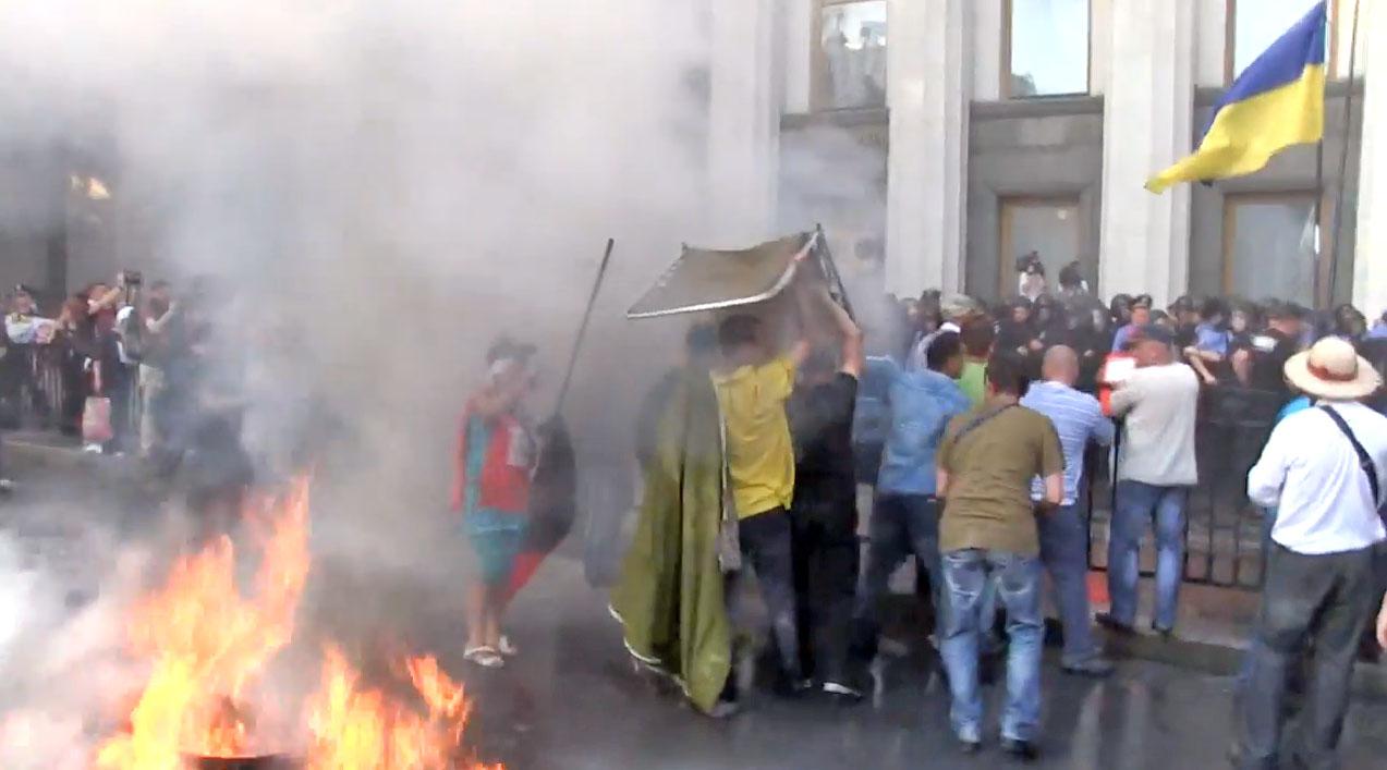 """Акция протеста """"Финансового Майдана"""" у здания Верховной рады Украины"""