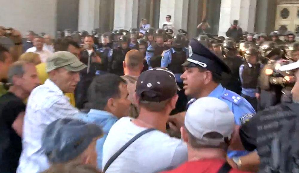 Акция протеста у здания Верховной рады Украины