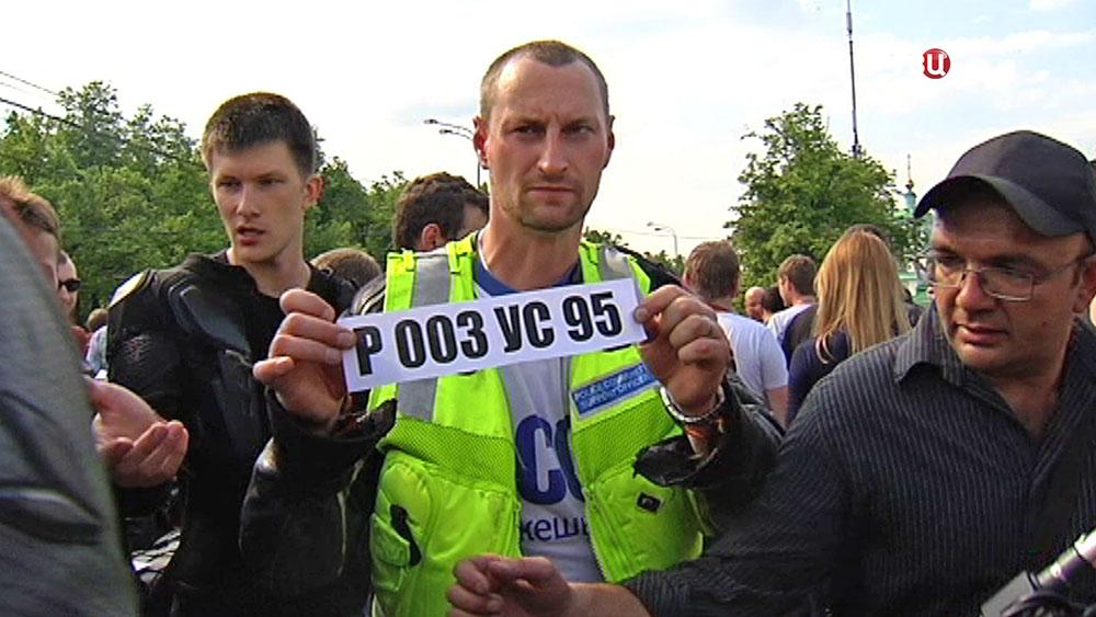 Байкеры с номером машины участника ДТП на Кутузовском