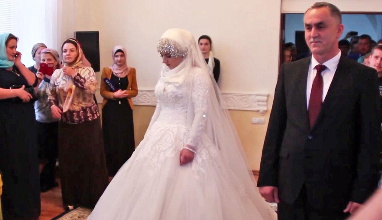 Свадьба начальника РОВД Ножай-Юртовского района Чечни Нажуда Гучигова и 17-летней Луизы Гойлабиевой