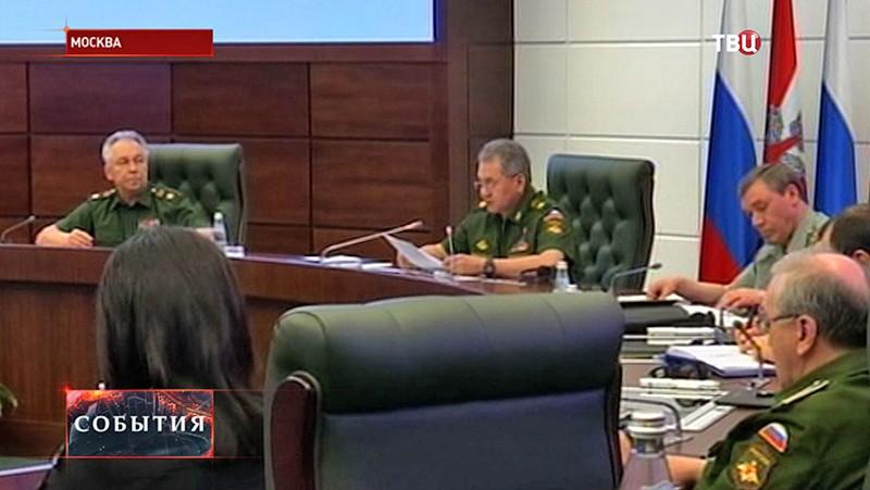 Министр обороны РФ Сергей Шойгу во время совещания по вопросу проверки боеготовности ЦВО