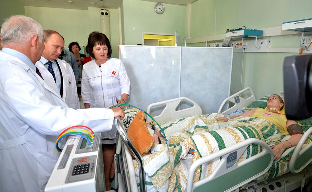 Владимир Путин посетил НИИ неотложной детской хирургии и травматологии