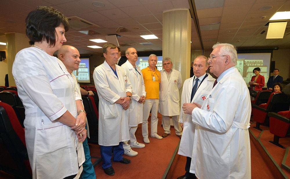 Леонид Рошаль и Владимир Путин в НИИ неотложной детской хирургии и травматологии
