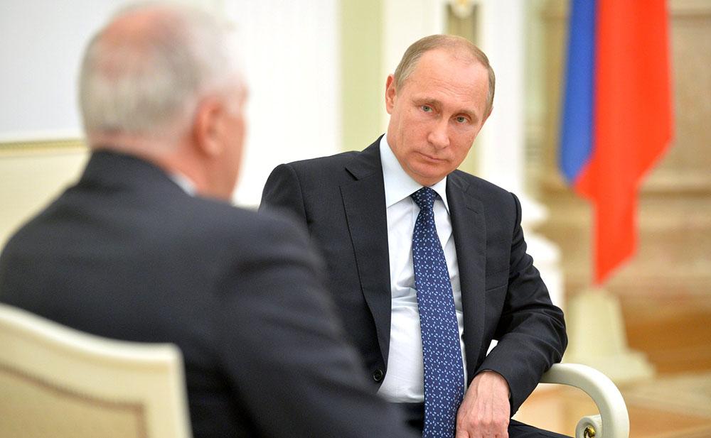 Президент России Владимир Путин и президент Южной Осетии Леонид Тибилов