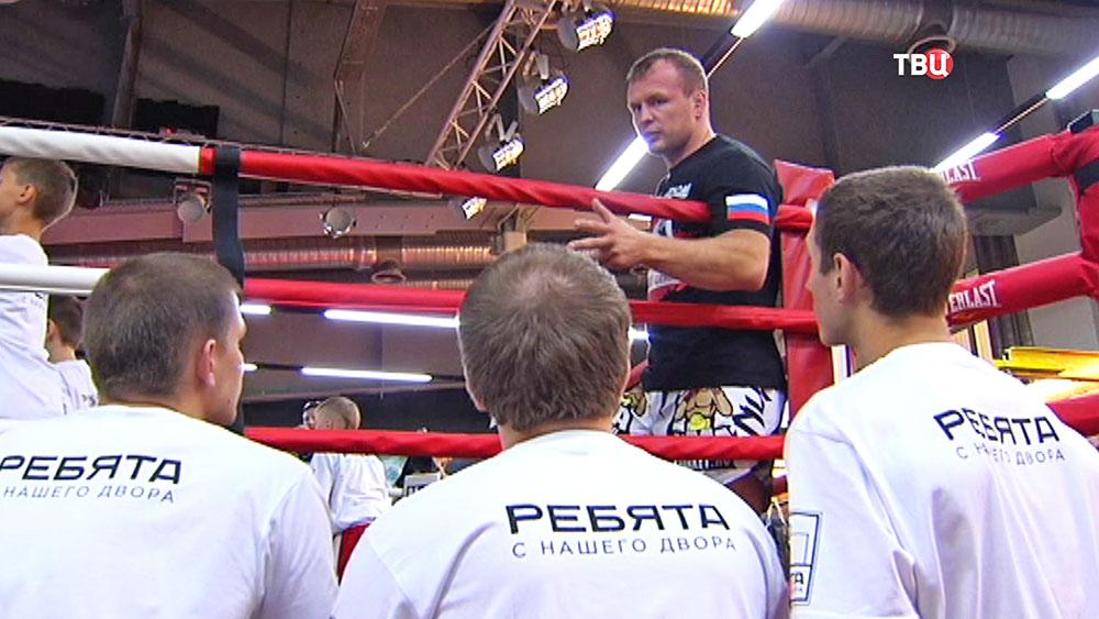 Боец Александр Шлеменко провел мастер-класс для детей