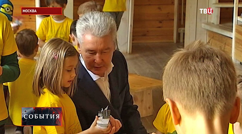 Сергей Собянин общается с детьми