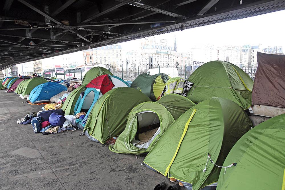 Палаточный городок мигрантов в Париже