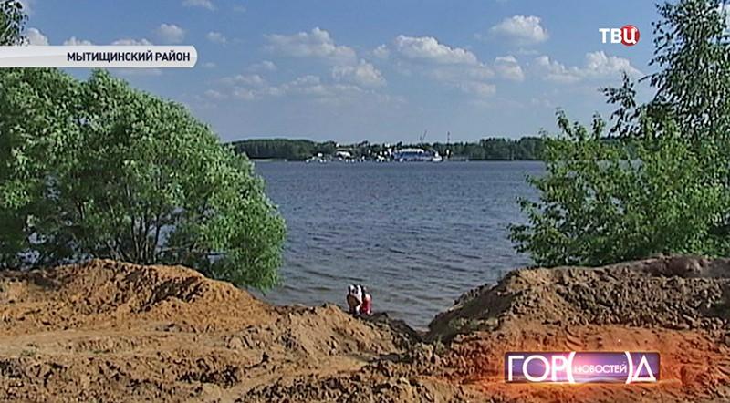 Пляж на Пироговском водохранилище