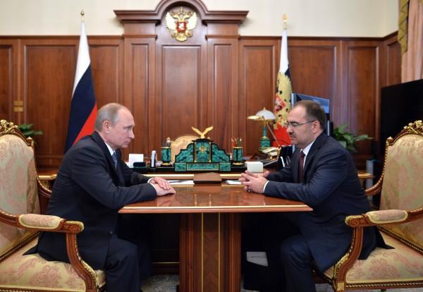 Президент России Владимир Путин и председатель правления пенсионного фонда РФ Антон Дроздов во время встречи