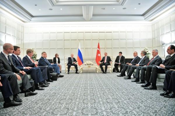 Президент России Владимир Путин и президент Турции Реджеп Тайип Эрдоган во время встречи
