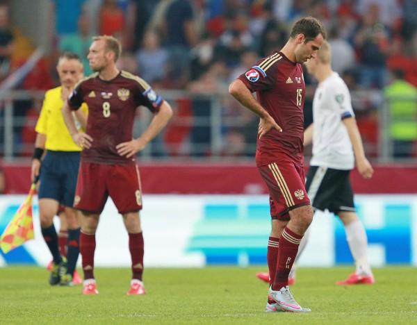 Игрок сборной России по футболу Денис Глушаков и Роман Широков