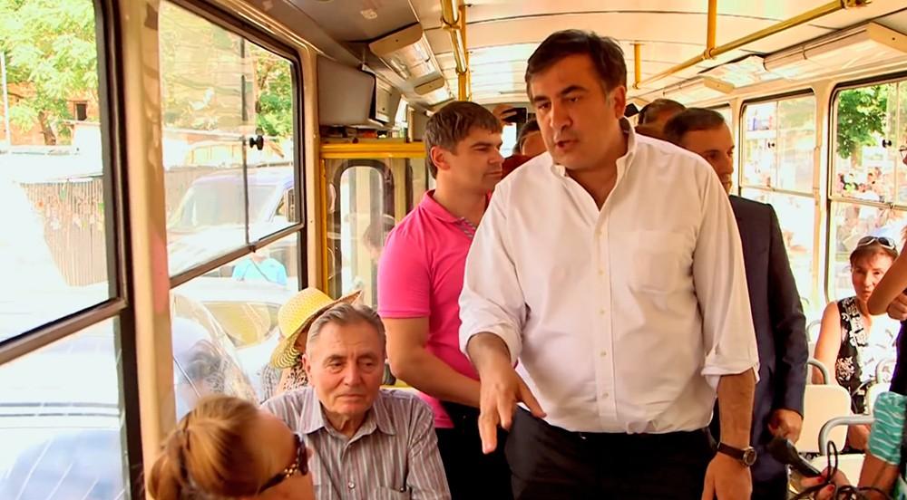 Михаил Саакашвили общается с жителями Одессы