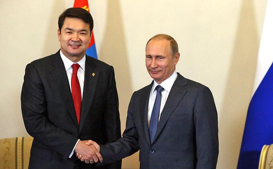 Президент России Владимир Путин и премьер-министр Монголии Чимэдийн Сайханбилэг