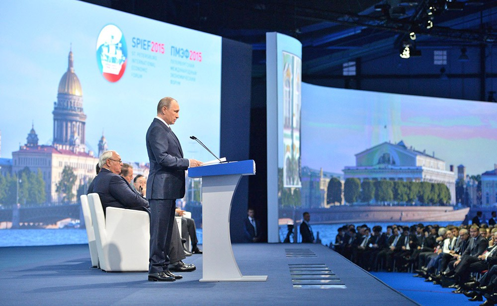 Владимир Путин на пленарной сессии ПМЭФ-2015
