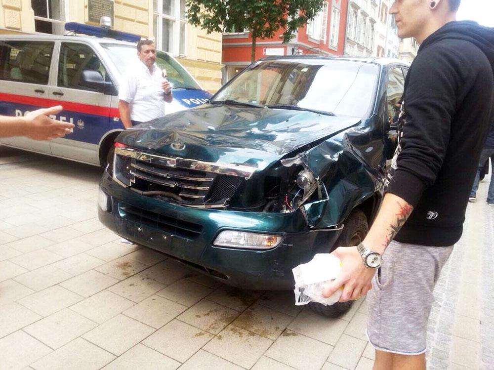 Автомобиль сбивший людей в Австрии