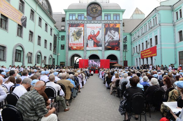 """Концерт у здания Белорусского вокзала в рамках общественно-патриотической акции """"Москва. Белорусский вокзал. 22 июня 1941 года"""""""